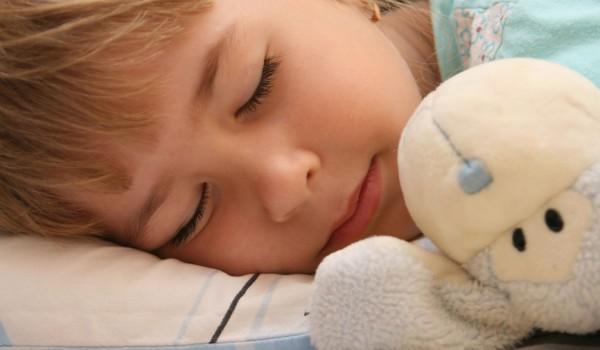 Přibližně ve věku 2 let hodně dětí přestane potřebovat v noci plenku. Že  dítě nepotřebuje plenu poznáme podle toho b63625225e